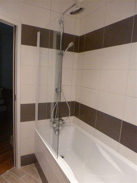 cuisine brun et blanc salle de bain verte et blanc
