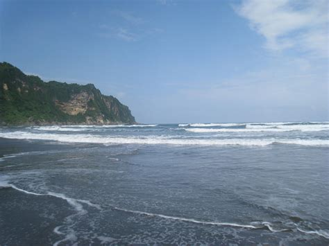 putri lestari pantai indah  indonesia