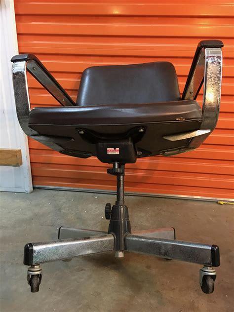 retro vintage chrome vinyl office or waiting room chair
