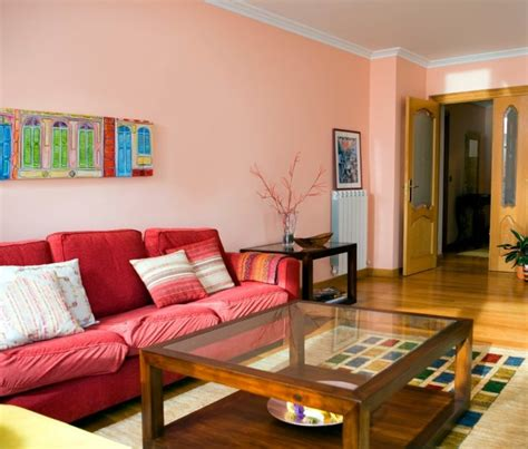decoracion de  salon comedor de paredes color rosa
