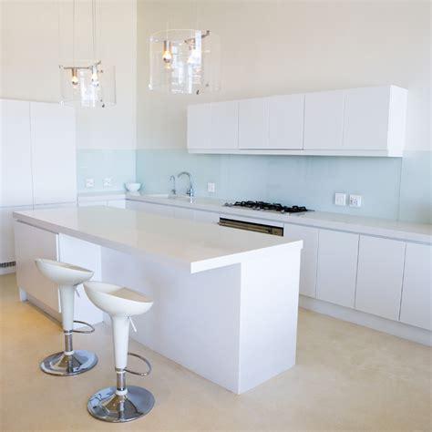 meuble cuisine avec ier int r petits espaces tout suspendre pour gagner de la place