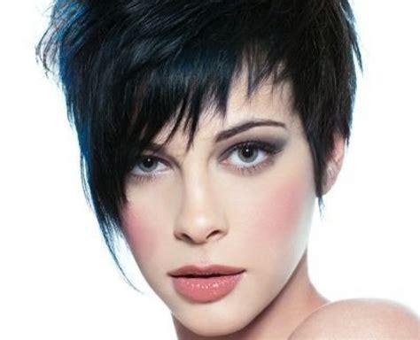 coupes cheveux courts femmes