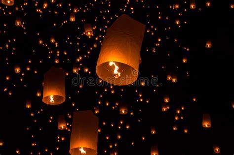 foto lanterne volanti lanterne cielo lanterne volanti immagine stock
