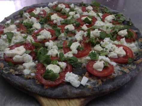 colorante alimentare in polvere dove si compra la pizza al carbone vegetale fa bene o