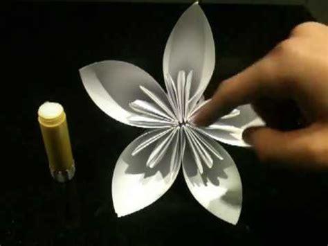 fleur en papier facile faire une fleur en origami fleur en papier astuce pliage en origami fleur