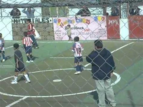 anak kecil lucu sedang ikut bermain sepak bola youtube