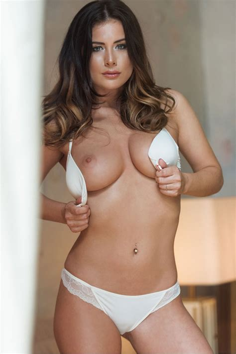 Kelly Hall Sexy And Topless Page 3 4 New Photos