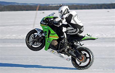 glace  vitesse  nouveau record sur la roue arriere