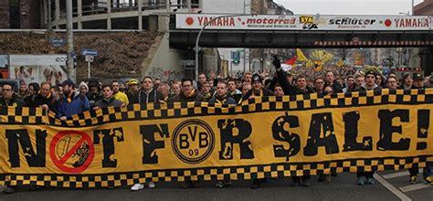 Bvb_official went live on twitch. BVB Fanmarsch: 2.500 Dortmunder Fans erinnern an die Fast ...