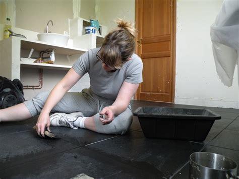 carrelage noir salle de bain entretien