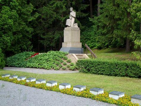 Meža kapi un K. Zemdegas piemineklis - Memoriālie objekti ...