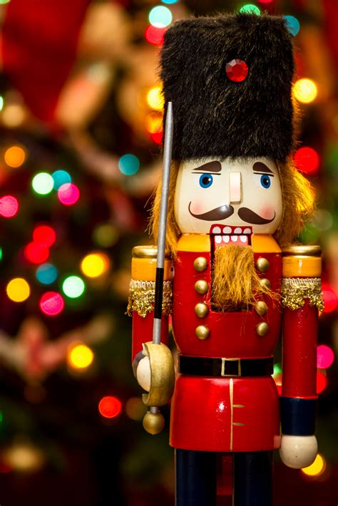 how to christmas nutcrackers