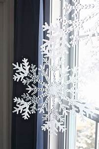 12 cutest and easiest diy christmas window decorations With diy christmas curtains