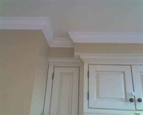 pictures painted kitchen cabinets kitchen soffits crown molding kitchen design ideas 4221