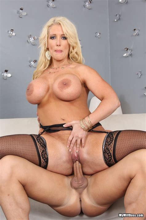 Busty Milf Alura Jenson Gets Fucked Pichunter