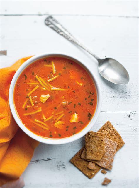 soupe poulet  nouilles au jus de carottes ricardo