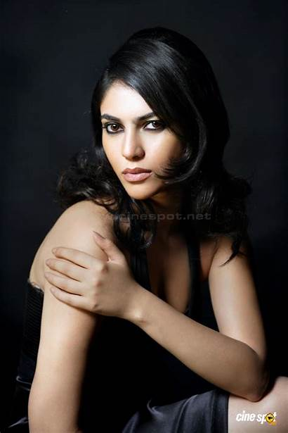 Sherin Shringar Actress Cleavage Photoshoot Bitch Wallpapers