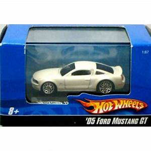 Hot Wheels - Ho Scale - 2005 Ford Mustang