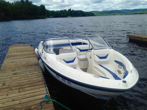 Bayliner Boat With Bathroom by 2004 Bayliner 225 Bowrider Powerboat For Sale In Florida