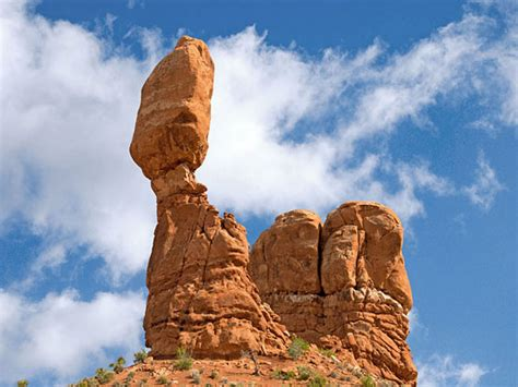 Balanced Rock hiking trail in Arches National Park near ...