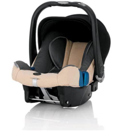 installer un siege auto siège auto comment bien installer bébé à bord