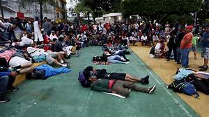 Thousands of migrants in a caravan to US turn back at ...