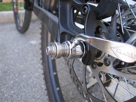 axe de roue non compatible avec une remorque bob ibex