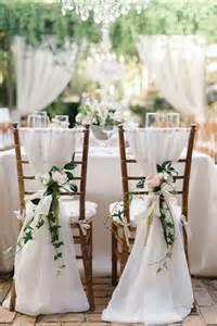 housse de chaise blanche mariage 1000 idées à propos de chaise de mariage décorations sur chaise de mariage