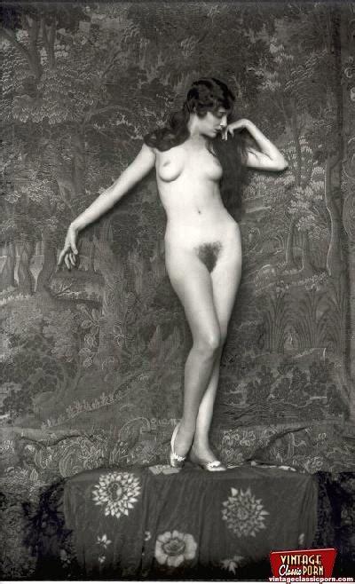 Beautiful Sexy Vintage Women Posing Nude In Xxx Dessert