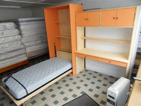 bureau avec rangement int馮r escalier avec rangement integre maison design bahbe com