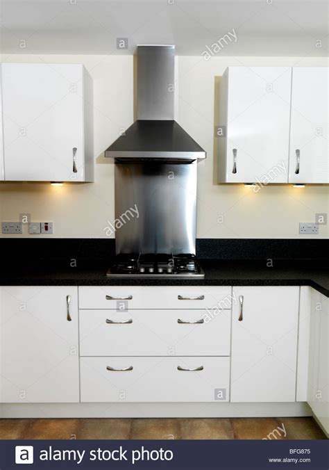 Gas Hob and Stainless Steel Extractor Hood Luxury Flat
