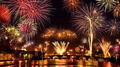 espectaculo de fuegos artificiales en el rin alemania