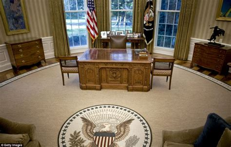 white house in ta pharmaceutical billionaire tom builds replica oval office in 7 6m