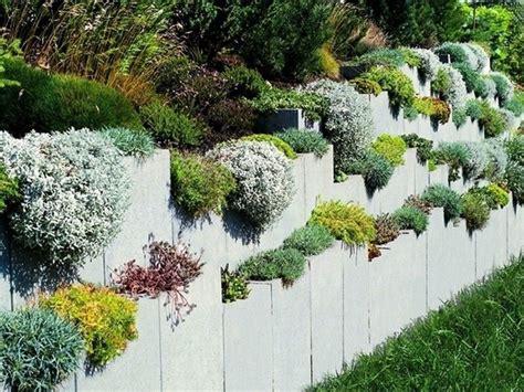 l steine oder betonmauer l steine oberfl 228 che sichtbeton farbe steingrau garten l stein garten und gartenmauern