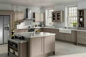 Cuisine taupe 51 suggestions charmantes et tres tendance for Kitchen cabinets lowes with leroy merlin papiers peints