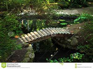 Pont En Bois Pour Jardin : petit pont en bois dans le jardin image stock image du vo te vert 48926671 ~ Nature-et-papiers.com Idées de Décoration