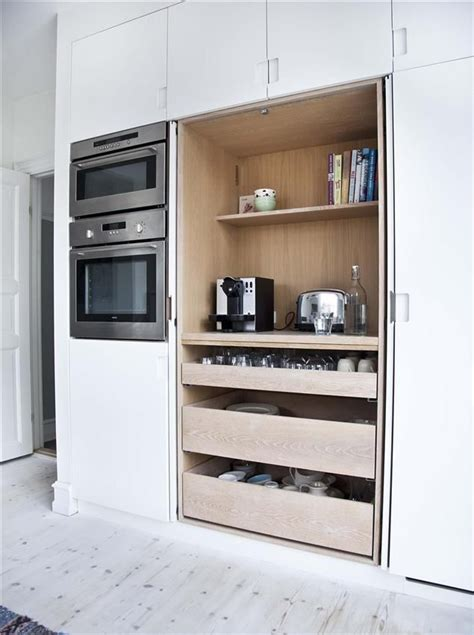 cuisine integree une cuisine intégrée c est tellement chic sliding shelves wall ovens and cupboard doors