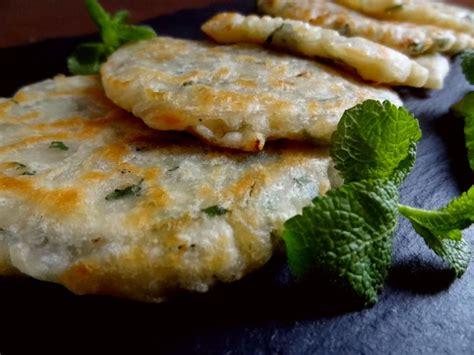 cuisine grecque recettes recette des kremidotiganites crêpes oignons menthe grèce