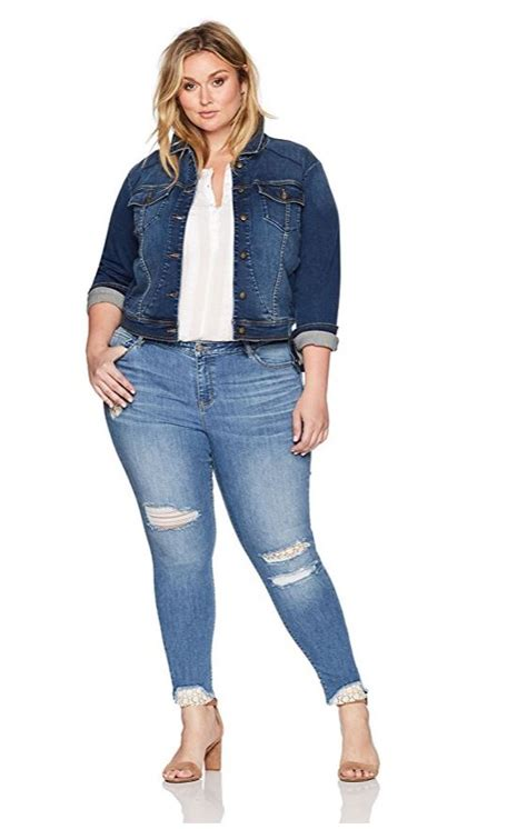 Plus size croped denim jacket outfit - curvyoutfits.com