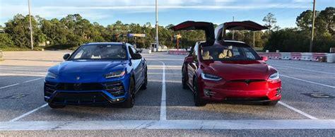 Lamborghini Urus Drag Races Tesla Model X P100d, Sets 1/4