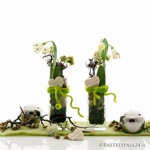 Tischdeko Geburtstag Ideen Frühling : diy tischdeko fr hjahr mit glasvasen und m rzenbecher floristik basteln ~ Buech-reservation.com Haus und Dekorationen