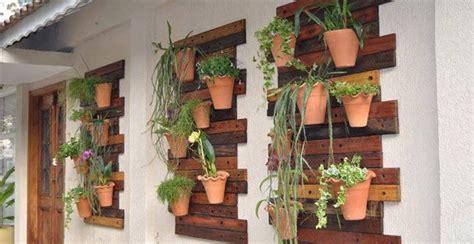 vertikaler garten anleitung wandgestaltung wohnzimmer foto auf holz selber machen anleitung
