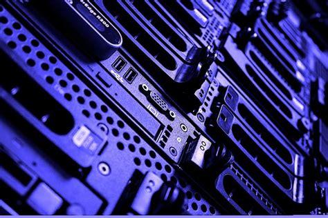 blockbuster cloud move amazon jumps   data