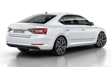 Škoda odhalila nový Superb jen s velmi decentními změnami ...