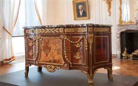 closer  spotlight  french royal furniture  jean