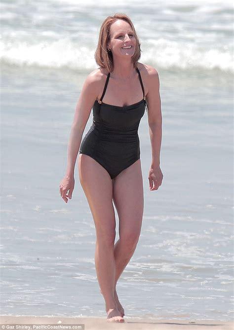 noa tishby swimsuit helen hunt shows off her sensational swimsuit body as she