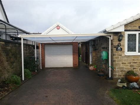 Bungalow Mit Carport by White Traditional Canopy Carport On A Bungalow 123v Plc