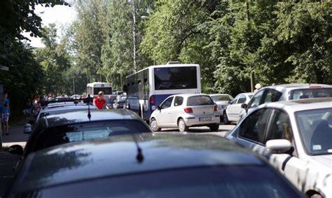 Brīvības gatvē Juglas virzienā veidojas liels sastrēgums ...