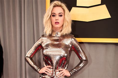The Story Behind Katy Perry's Grammy Red Carpet Dress ...