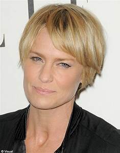 Coupe Femme Courte Blonde : photos coiffures courtes ~ Carolinahurricanesstore.com Idées de Décoration